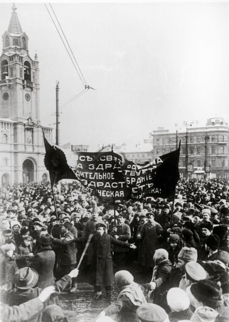 Russland. 1917 - Februarrevolution. Das Bild zeigt die Demonstranten am zweiten Tag der Februarrevolution. Am 11. März erteilte Zar Nikolaus II. den Schiessbefehl gegen die Aufständischen. (Bild: KEYSTONE/IMAGNO/Anonym)