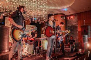 Zehntes Songbird Festival Davos von Basler Kultband Lovebugs eröffnet