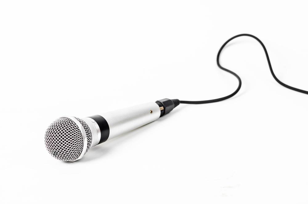 Für grosse Events unverzichtbar - ein Mikrofon. (Bild: Room's Studio - shutterstock.com)