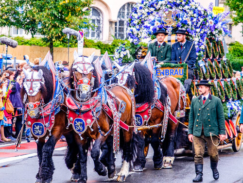 """Das Rheintaler Oktoberfest findet am 17 Oktober 2020 statt.Unterhaltung mitder 5 köpfigen Band""""DIE ALPENBANDITEN - HÜTTENGAUDI & PARTYSTIMMUNG"""""""