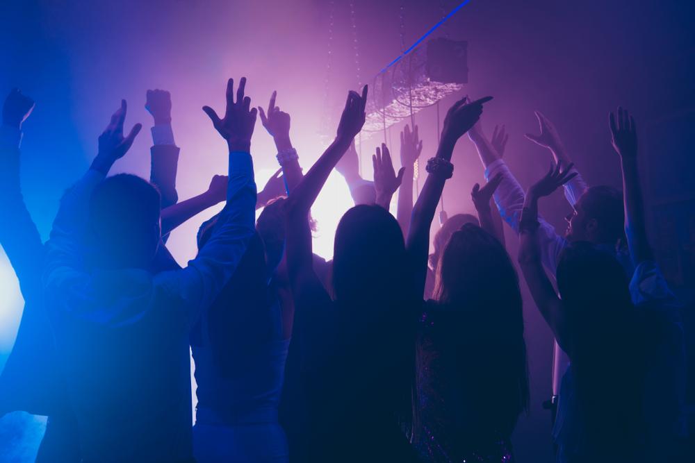 Beste Party-Stimmung dank cooler Musik (Bild: Roman Samborskyi - shutterstock.com)