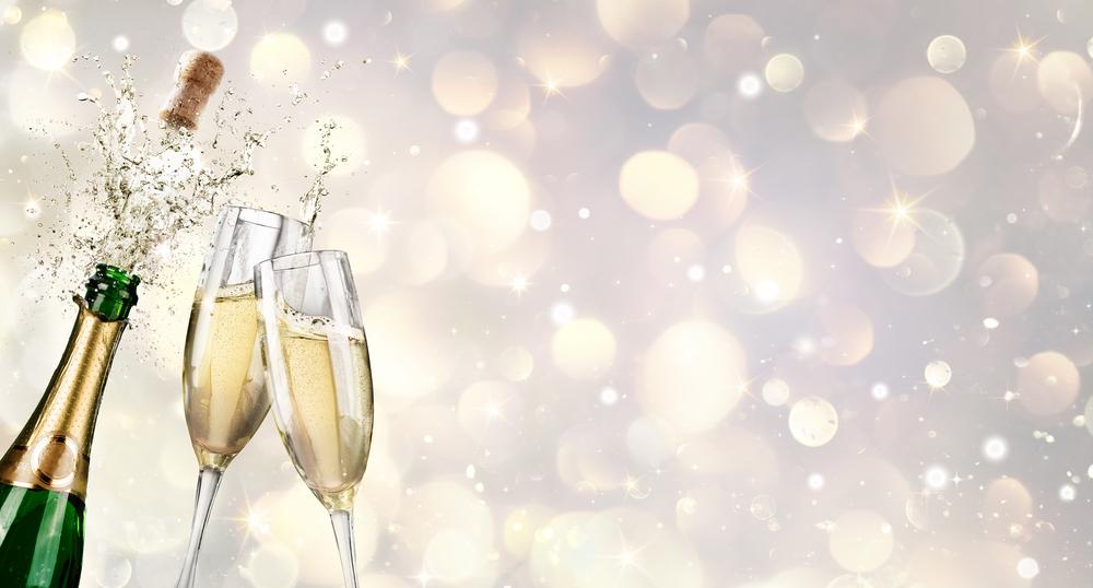 Fröhlich feiern mit Champagner (Bild: Von Romolo Tavani - shutterstock.com)