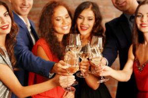 Stehtische – der beliebteste gesellige Treffpunkt bei einem Event