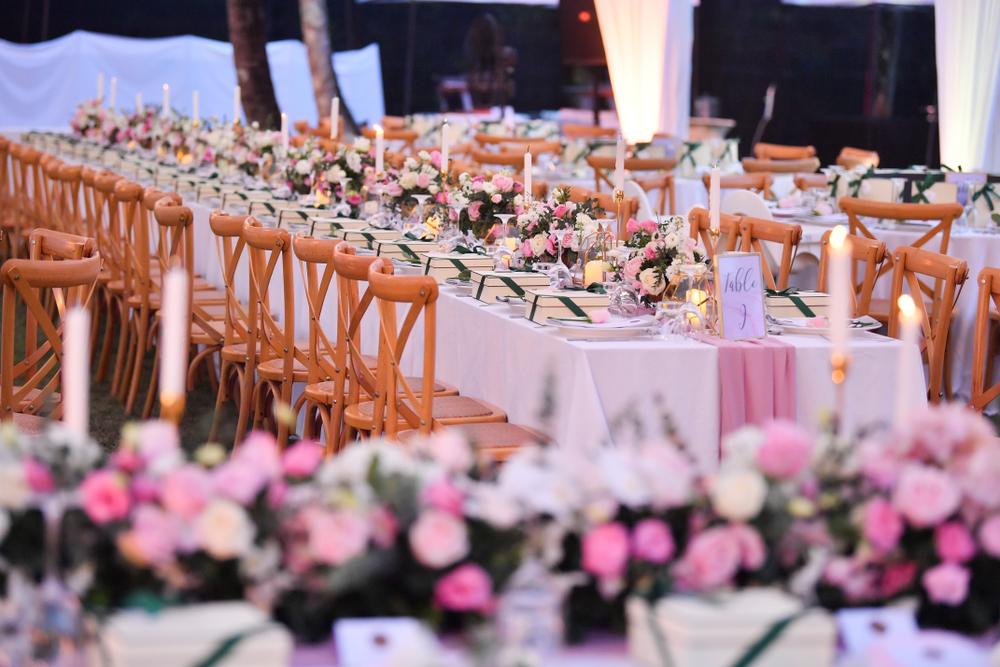Eine unvergessliche Hochzeit - auch mit dem passenden DJ (Bild: mambographer - shutterstock.com)