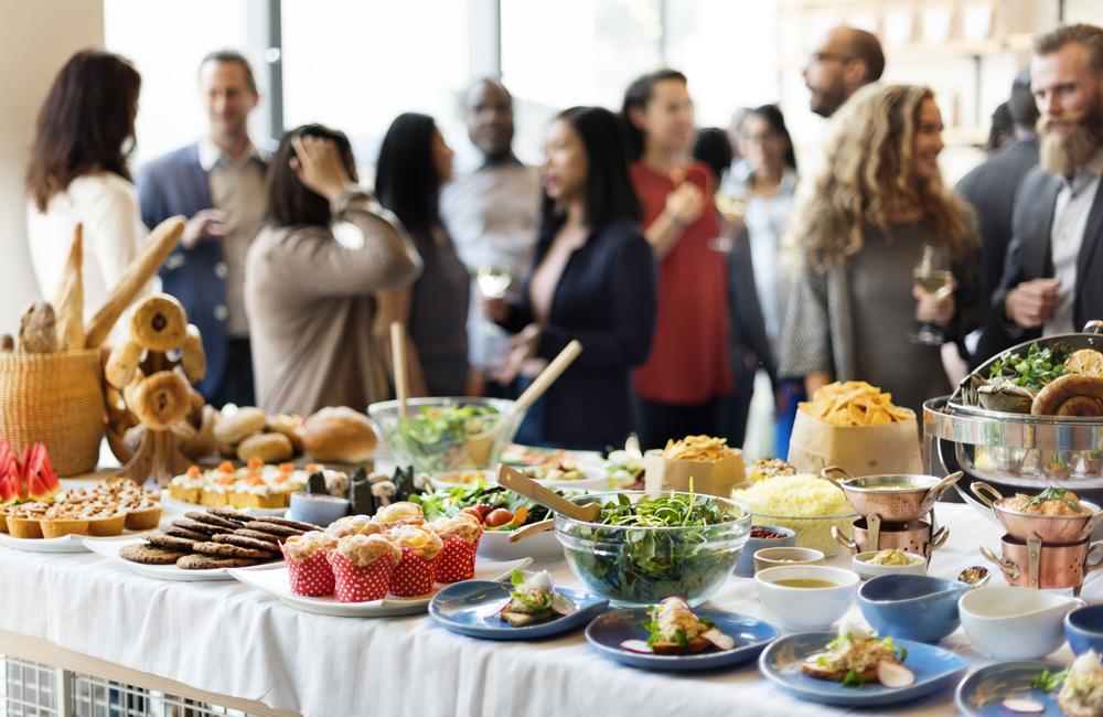 Party nach dem Laufevent (Bild: Rawpixel.com - shutterstock.com)