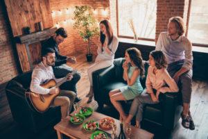 Locker und unkompliziert - die Party in einer Wohngemeinschaft