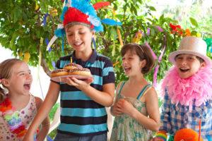 Bunt und kreativ – eine Fantasy-Party macht Kindern und Erwachsenen Spass