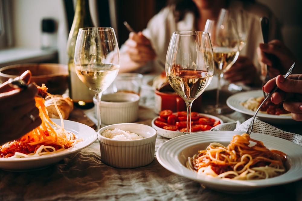 Die Gäste mit italienischer Kost verwöhnen (Bild: Yulia Grigoryeva - shutterstock.com)