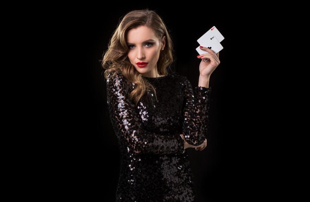 Dresscode für die Casino-Party: Elegant oder leger? (Bild: nazarovsergey - shutterstock.com)