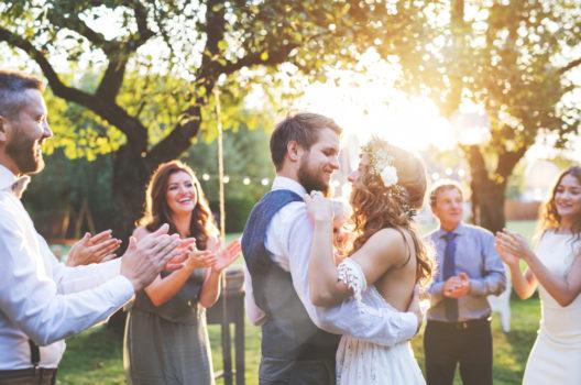 feature post image for Eine stimmungsvolle Sommerhochzeit feiern und Romantik pur geniessen