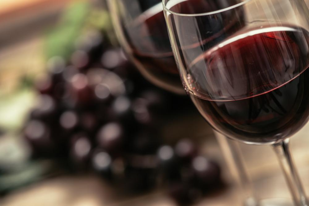 Ein stimmungsvolles Weinfest feiern (Bild: Stokkete - shutterstock.com)