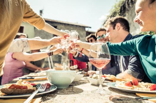 feature post image for Ein cooles Klassentreffen zuhause organisieren