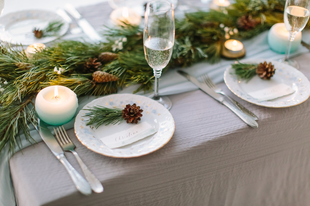 Hochzeitstisch mit grüner Deko