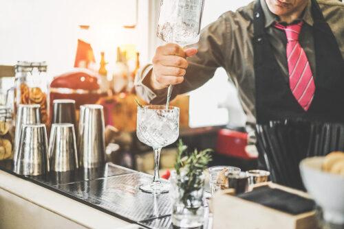Eine Bar mieten, damit die Mottoparty ein Erfolg ist