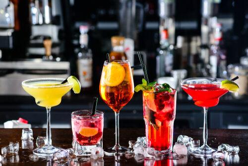 Eine Bar mieten und ein exklusives Party-Ambiente kreieren