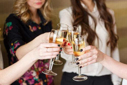 Bar und Stehtische für eine Hochzeit mieten