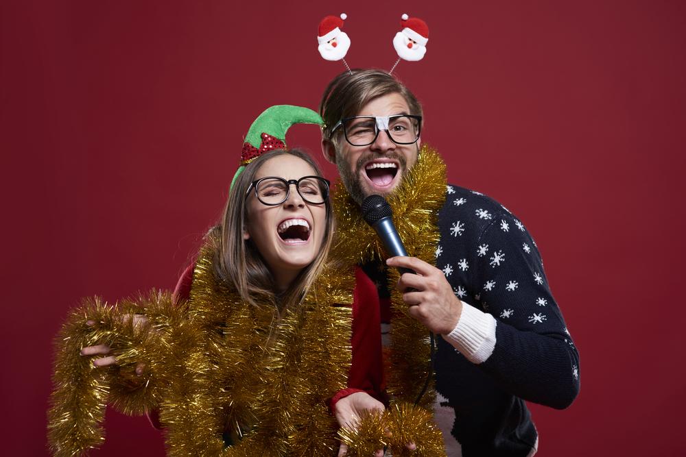 Perfekte Stimmung beim Weihnachts-Karaoke