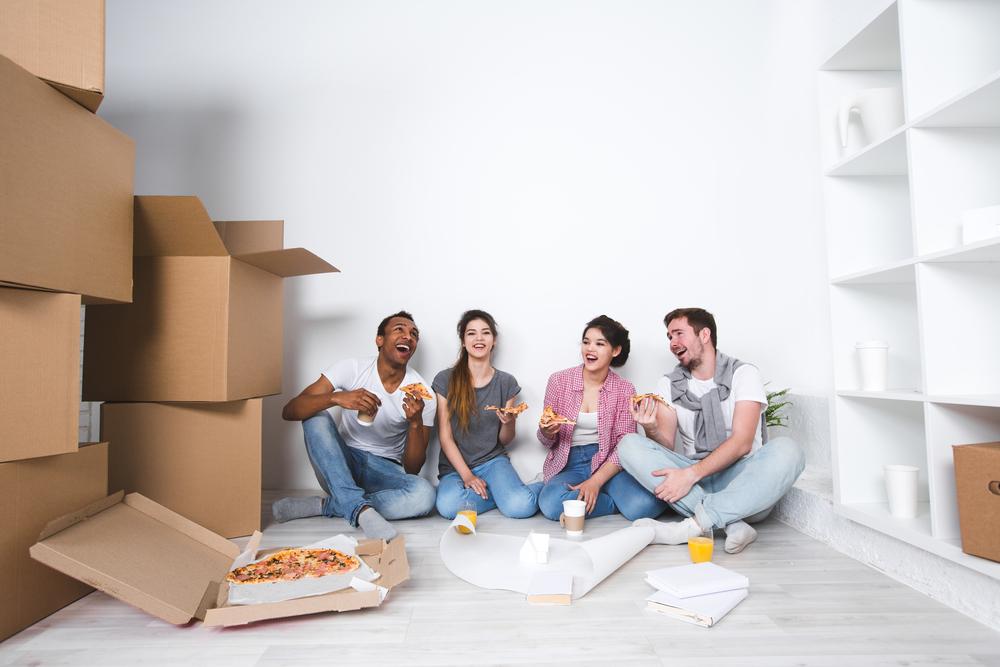 Rustikal und gemütlich: Pizza bestellen und feiern