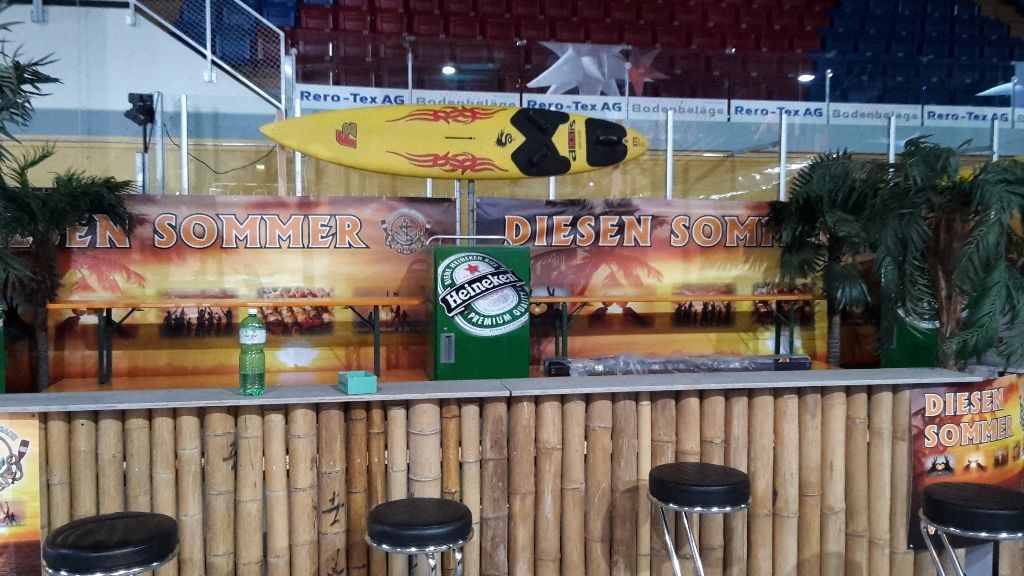 Coole Tropical Beach Bar für Ihren Event. Mieten bei M. Dubach Barvermietung