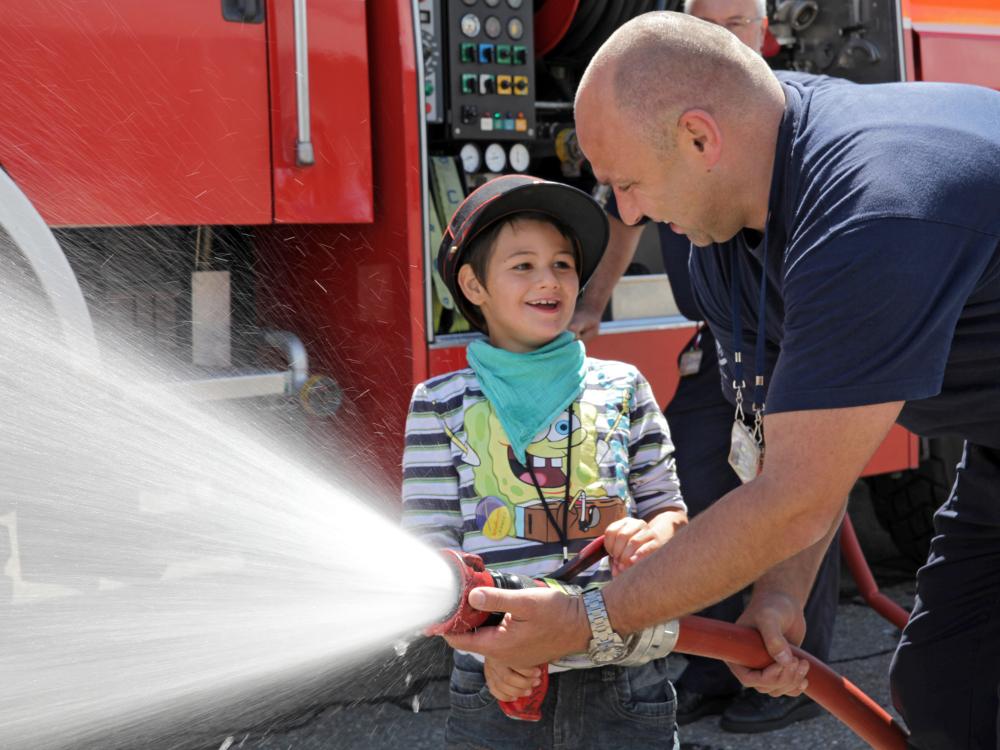 Leandro wird Feuerwehrmann.