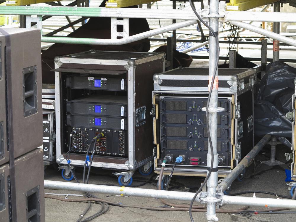 Für Sound und mehr unabdingbar - eine gute Stromversorgung (Bild: arogant - shutterstock.com)