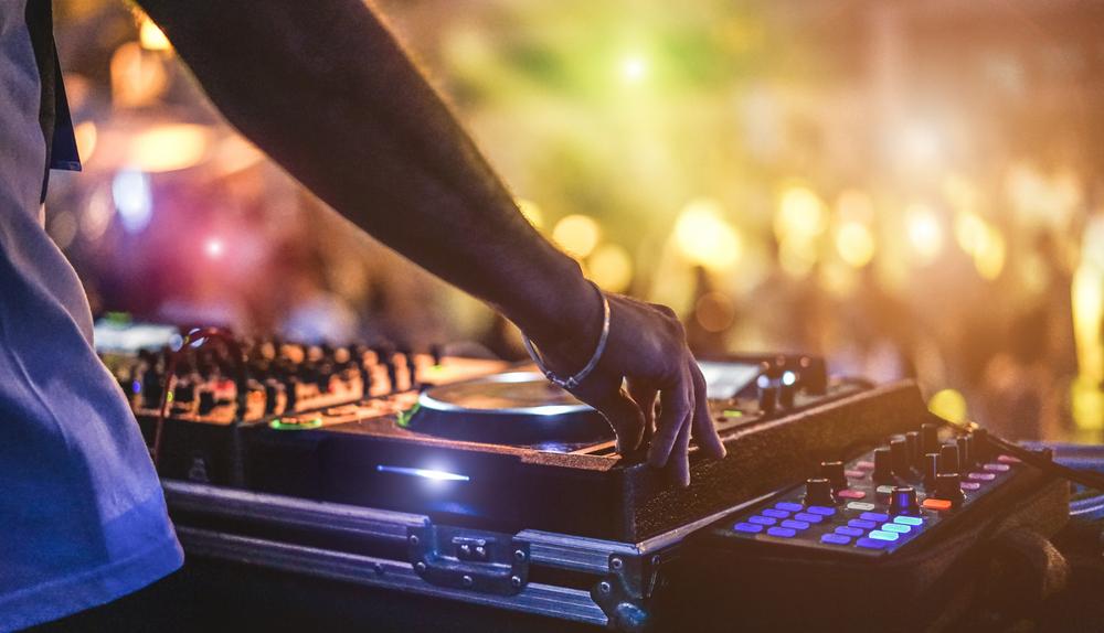 Cooler Partysound für eine coole Stimmung (Bild: DisobeyArt - shutterstock.com)