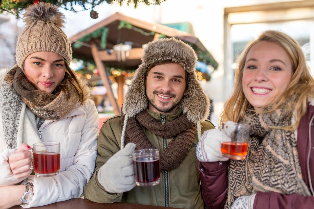 Eine Bar als Highlight für die winterliche Party (Bild: Sebastian Siebert - shutterstock.com)