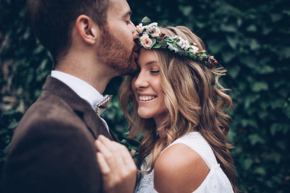 Eine unvergessliche Hochzeit im Sommer feiern (Bild: Pavlo Melnyk - shutterstock.com)