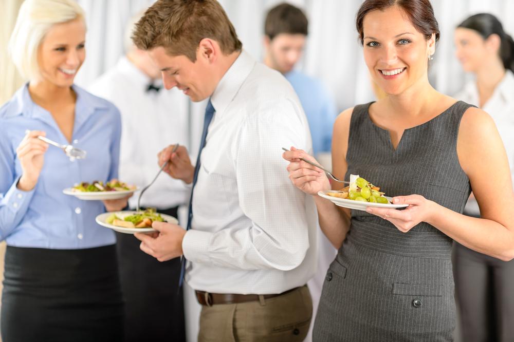 Für das leibliche Wohl der Mitarbeiter sorgen (Bild: CandyBox Images - shutterstock.com)