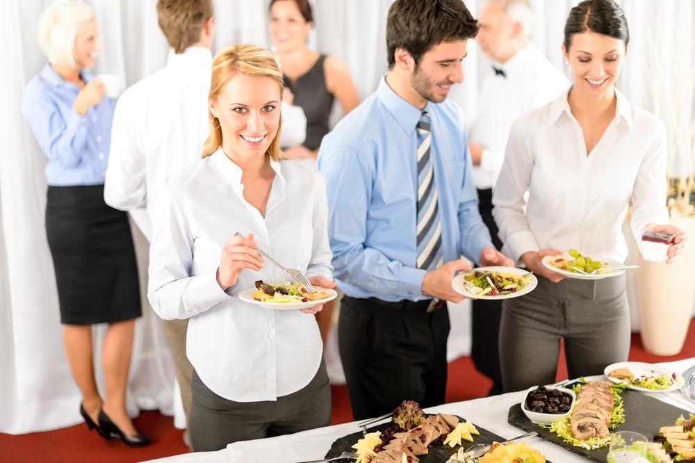 Für das leibliche Wohl beim Firmen-Workshop sorgen (Bild: CandyBox Images - shutterstock.com)