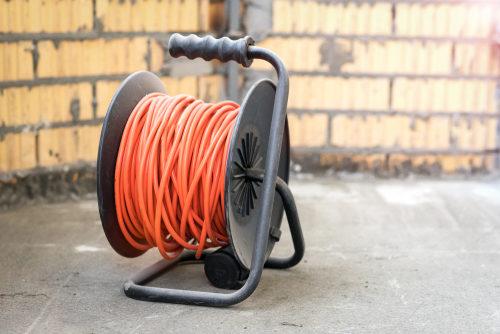 Kabelrollen und Stromkabel mieten